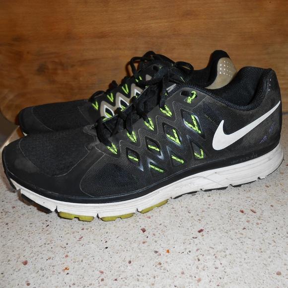 quality design 288e0 44e00 Nike Zoom Vomero 9 Sneakers. M 5b9b3370a31c33dffdcaa317